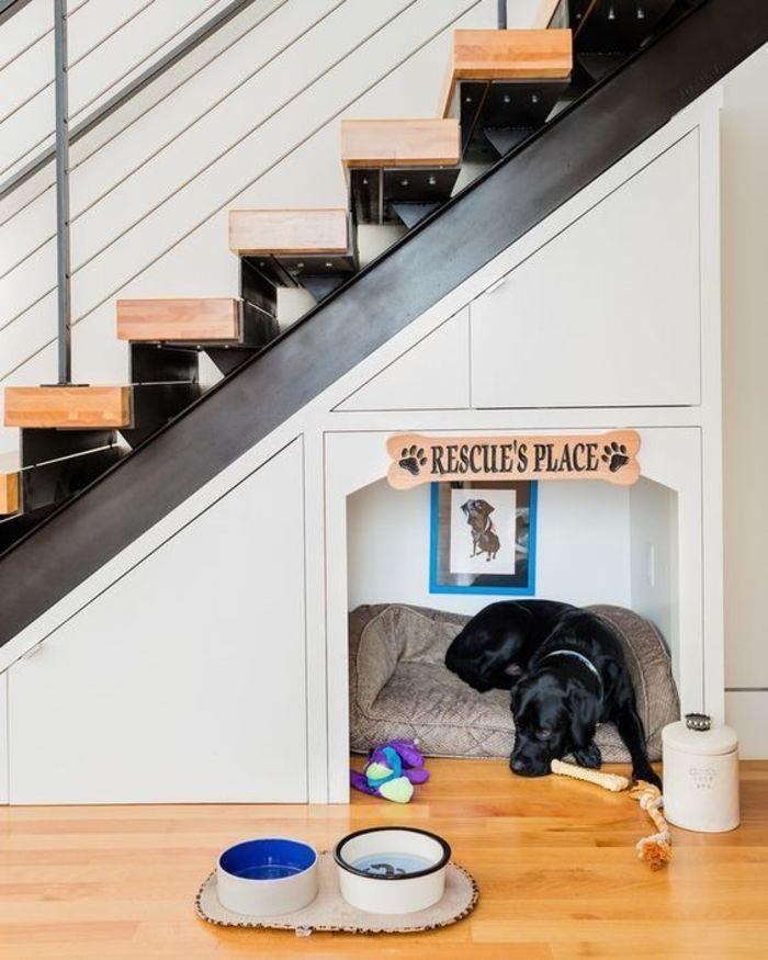 Decoração debaixo da escada