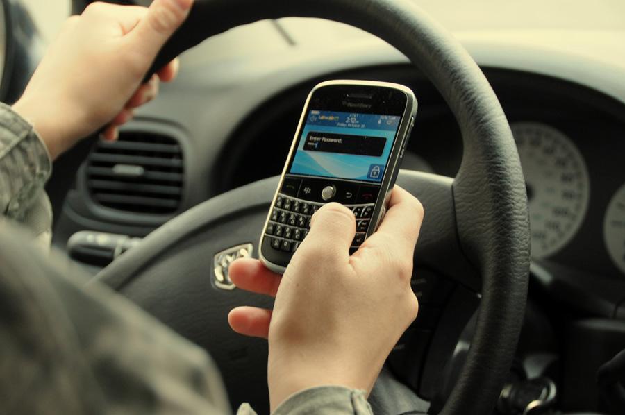 Dirigindo com celular