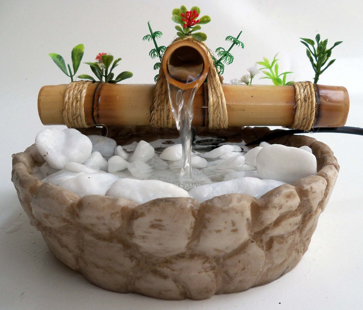 Fonte de água com pedras