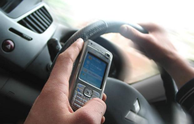 Motorista com celular
